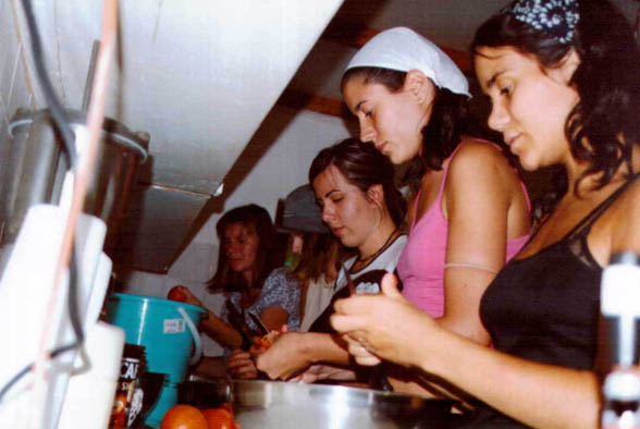 volunteers_kitchen